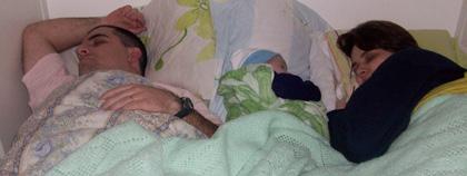A dormir na cama da mamãe e do papai