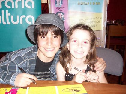 Brás (filho do Arnaldo Antunes) e Luzia (filha da Taciana)